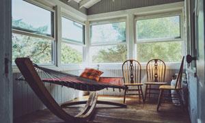 房间里的吊床与椅子等摄影高清图片