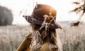 头戴着帽子的美女人物摄影高清图片