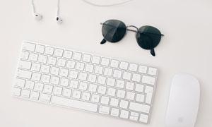 墨镜耳机与键盘鼠标等摄影高清图片