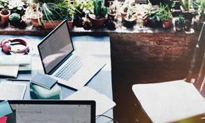 工作用的桌椅顶视视角摄影高清图片