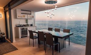 海景房吊灯与餐桌椅子摄影高清图片