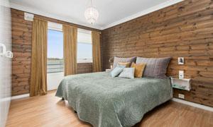 卧室水晶吊灯与双人床摄影高清图片
