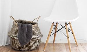 房间椅子与收纳筐特写摄影高清图片