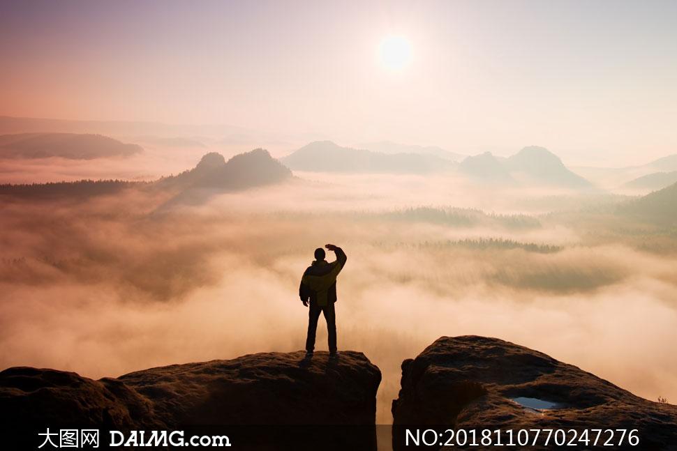 高清摄影大图图片素材自然风景风光人物剪影眺望远眺山顶山上高山大山