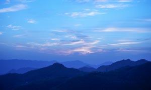 山頂美麗的夕陽景色攝影圖片
