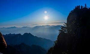 美丽的黄山日出景色摄影图片