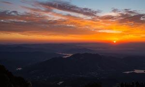 泰山山顶美丽日出摄影图片