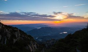 泰山山顶清晨日出美景摄影图片