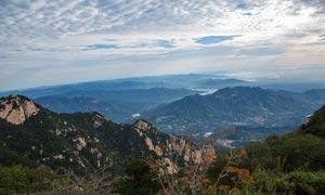 泰山山顶俯视图高清摄影图片