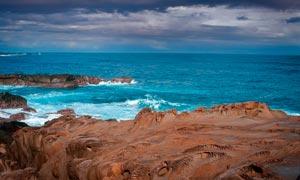 蓝色的大海和海边美景摄影图片