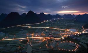 山腳美麗農田夜景風光攝影圖片