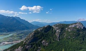 蓝天下美丽的山川河流高清摄影图片
