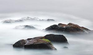 山顶美丽的云海和岩石摄影图片