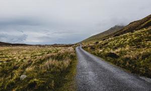 高原美丽的盘山公路摄影图片