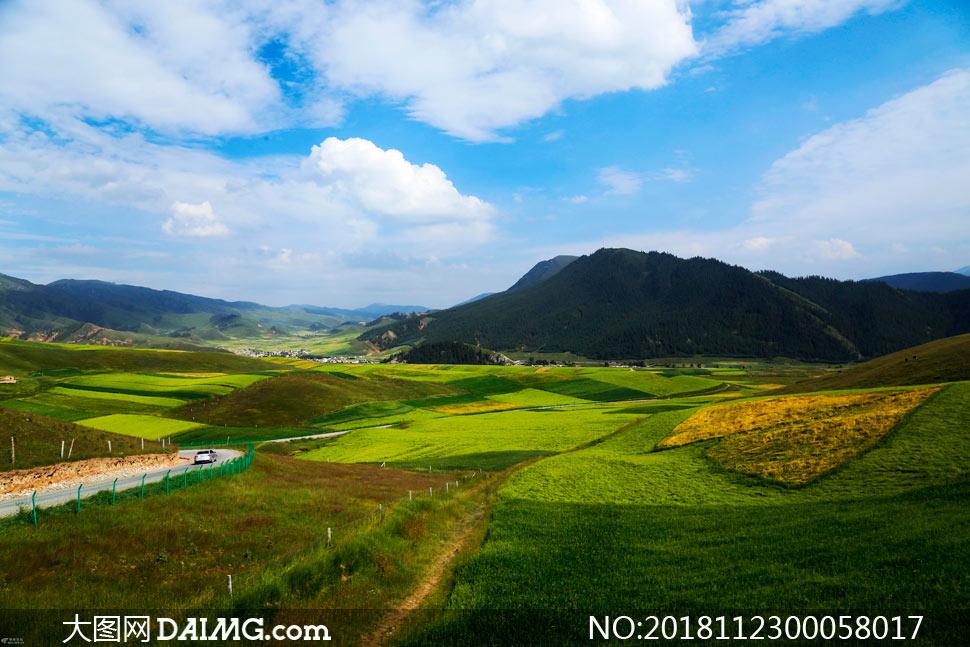 大山中的乡村田园风光摄影图片