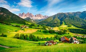 蓝天下的山区村庄美景摄影图片
