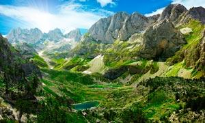 清晨美丽的大山景观摄影图片