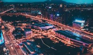 美丽的城市夜景航拍图摄影图片