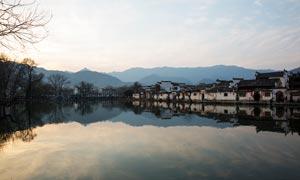 清晨美丽的古镇宏村摄影图片