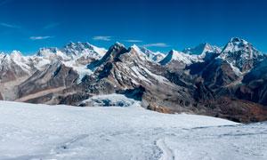 美丽的群山雪景全景摄影图片