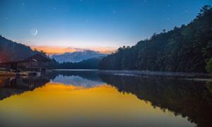 夜幕下湖泊美景高清摄影图片