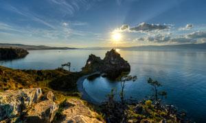 大山远山海水风景逆光摄影高清图片