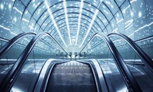 大型建筑内部自动扶梯摄影高清图片