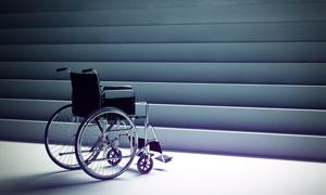 推到台阶前的轮椅特写摄影高清图片