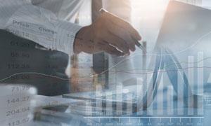 商务人物与股票走势图创意高清图片