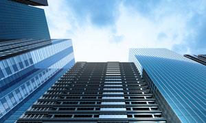 耸入云端的城市建筑物摄影高清图片