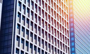 照射着阳光的城市建筑摄影高清图片