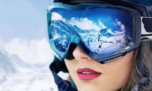 反射到护目镜上的冰雪风光高清图片