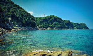 藍天下的海邊景觀攝影圖片