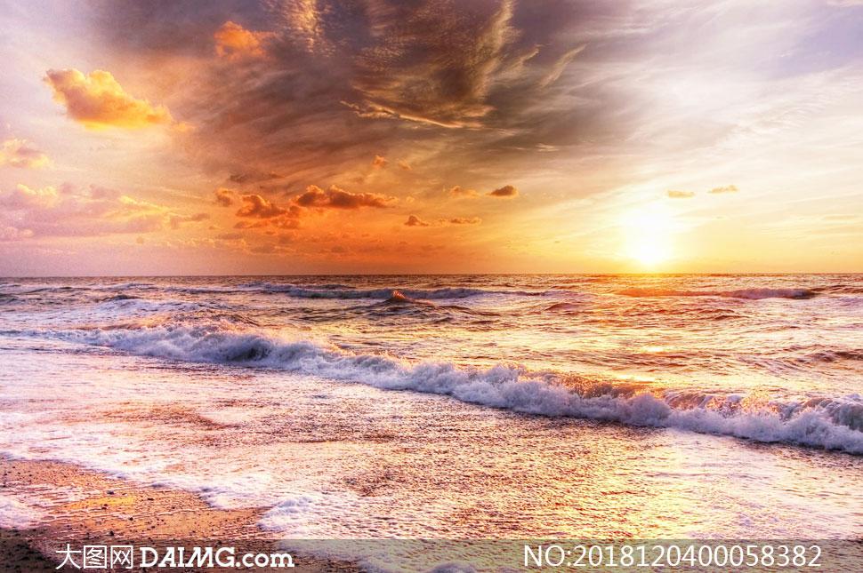大图首页 高清图片 自然风景 > 素材信息          夕阳下海边海浪击