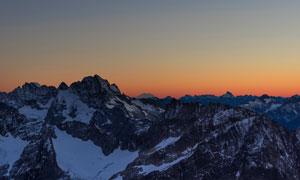 月光下的雪山景觀攝影圖片