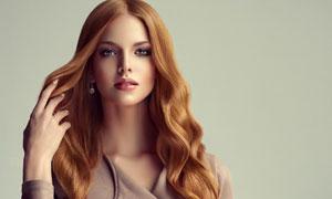 手撩起秀发的美女人物摄影高清图片