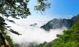云雾缭绕的洛阳白云山摄影图片