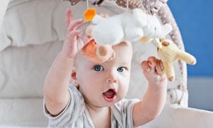 开心玩耍的小宝宝特写摄影高清图片