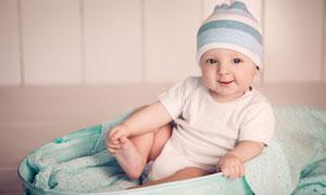 頭戴針織帽的可愛寶寶攝影高清圖片