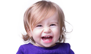 开心的小女孩儿童写真摄影高清图片