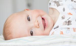 躺在床上的小宝宝写真摄影高清图片