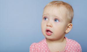 睁大了眼睛的儿童人物摄影高清图片
