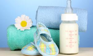 奶瓶毛巾等婴幼儿用品摄影高清图片