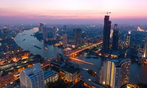 江两岸的城市黄昏风光摄影高清图片