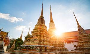 泰国曼谷的卧佛寺灯光摄影高清图片