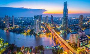 傍晚华灯初上城市繁华景象高清图片
