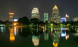 灯火辉煌的城市建筑群风光高清图片
