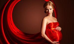 紅色抹胸裝扮孕婦寫真攝影高清圖片