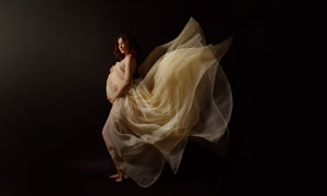 裙角飛揚性感孕婦人物攝影高清圖片