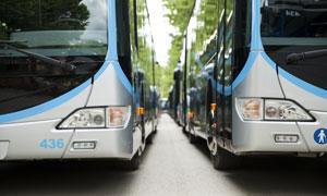 整装待发的客运大巴车摄影高清图片